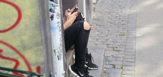 holka-s-telefonem