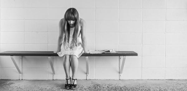 smutna holka