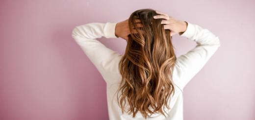 vlasy_zena